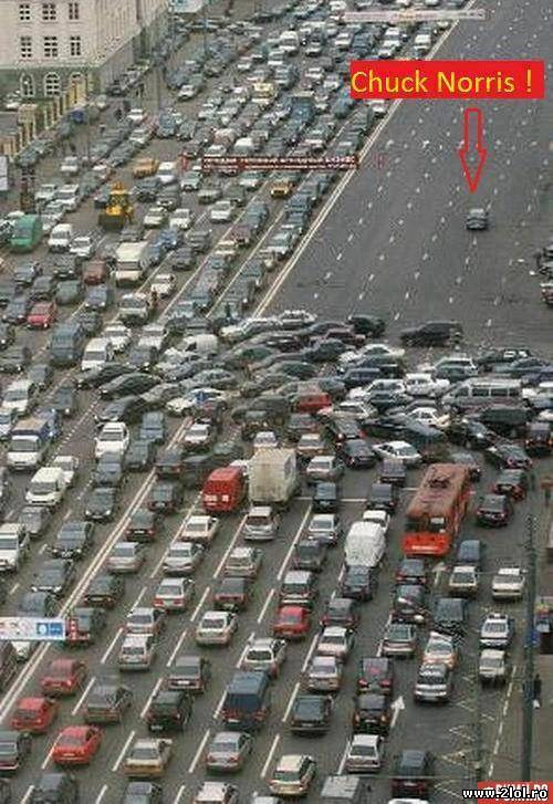 Cand Chuck Norris este in trafic